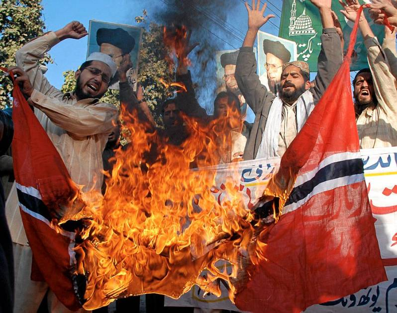 norway-flag-burn
