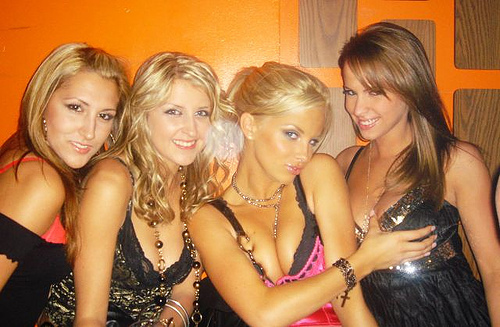 4_hot_club_girls