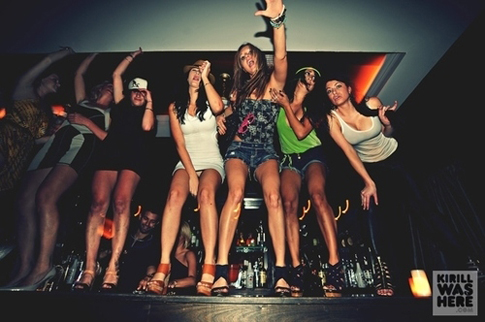 elite-daily-girls-dancing-on-table