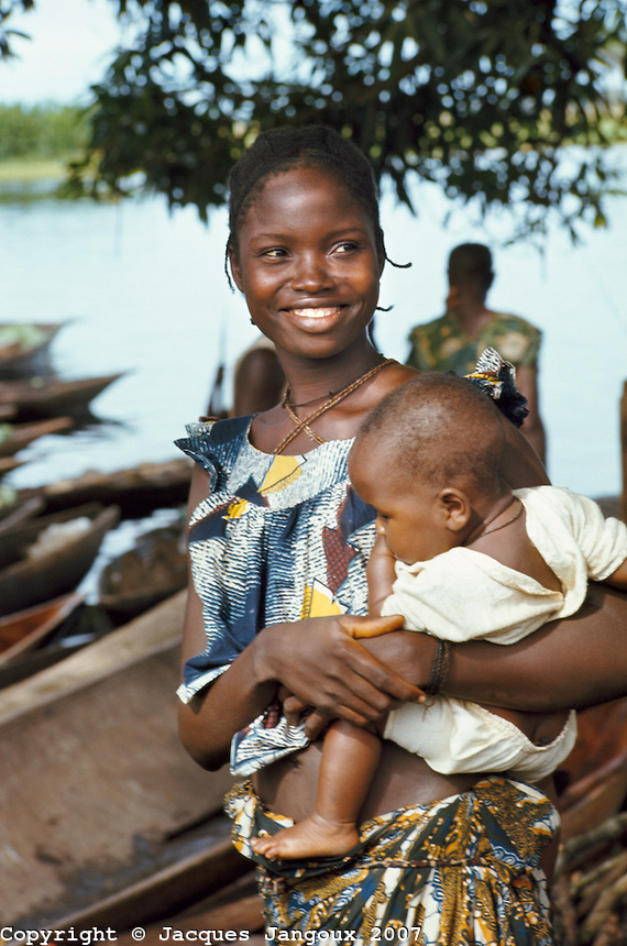 Africa-mother-and-baby-JNGX0156