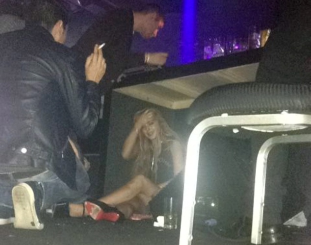 Lindsay-Lohan-Crying-Under-a-Table
