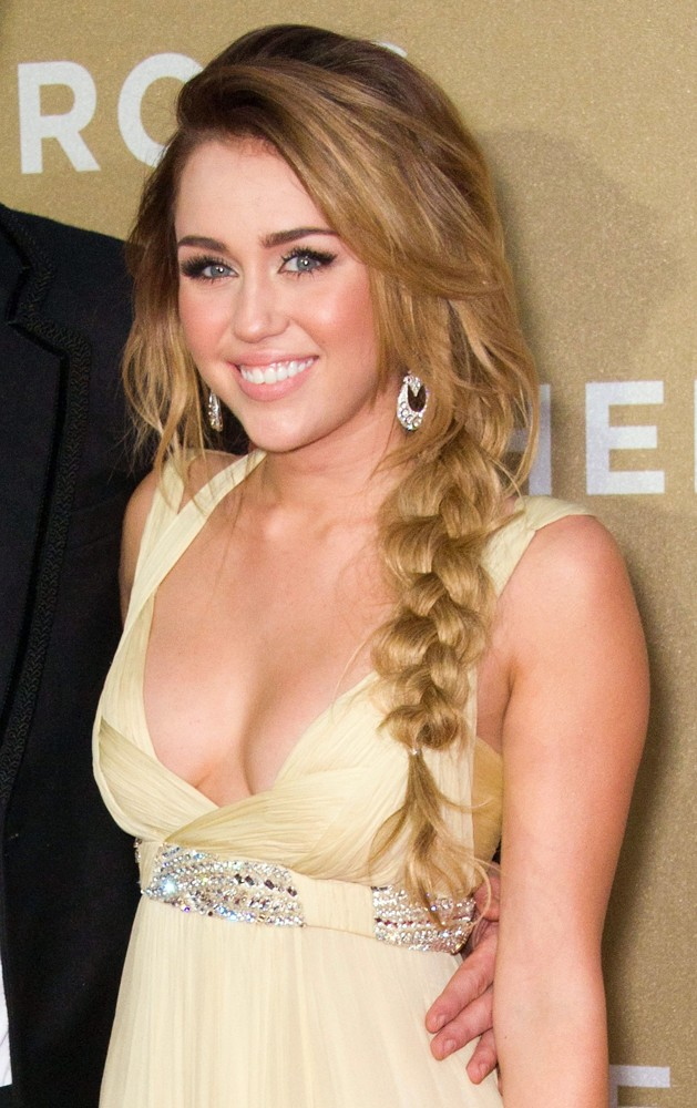 miley-cyrus-2011-wallpaper-629-x-1000