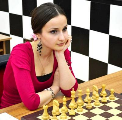 female chess player