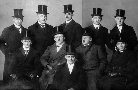 Gentlemen with top hats in 1914