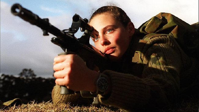 female soldier with styr aug