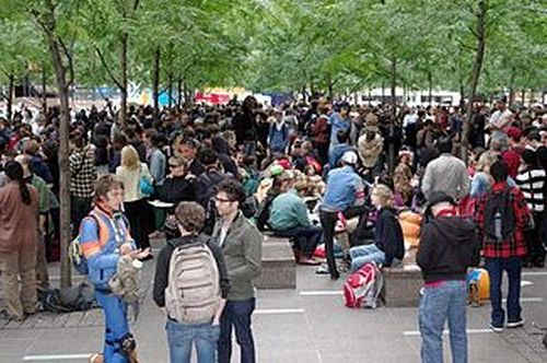 325px-Occupy_Wall_Street_Crowd_Size_2011_Shankbone