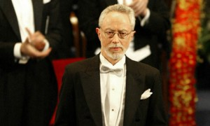 JM-Coetzee-with-his-Nobel-001