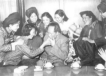 20111106-Wiki C Mao_Zedong_with_women_in_1950