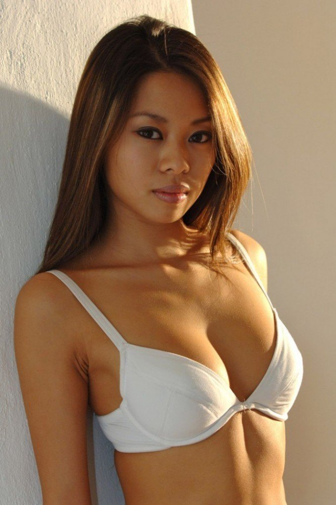 Petite filipina troublemaker mitch is back in an all new photo