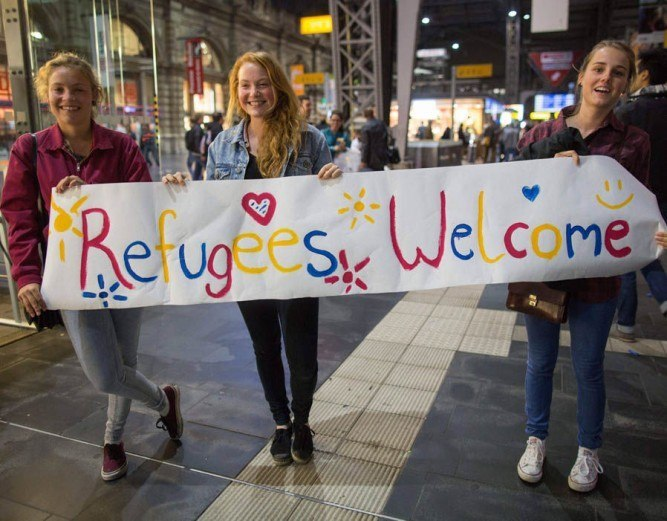 girls welcome refugees