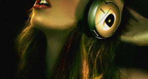 Why you should definitely approach hot girls wearing headphones 3dsexygirlwithheadphone ccuart Choice Image